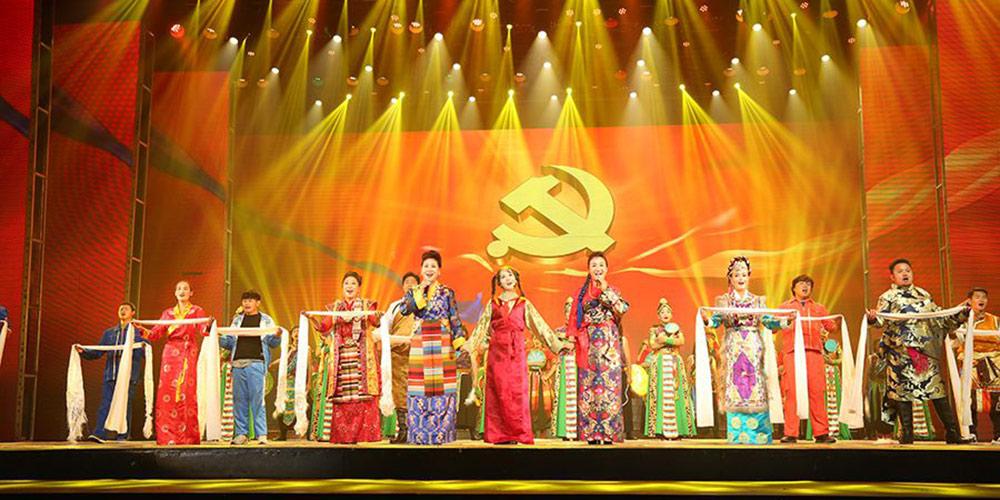 喜迎十九大 哈达献北京