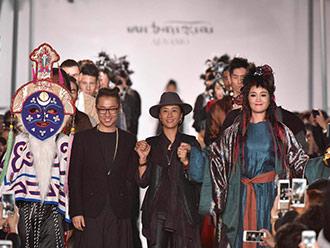 藏族时装展露国际范 阿佳娜姆、降央卓玛现身中国国际时装周