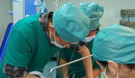 湖北援藏医生在高原山南合力抢救藏族孕产妇母子平安