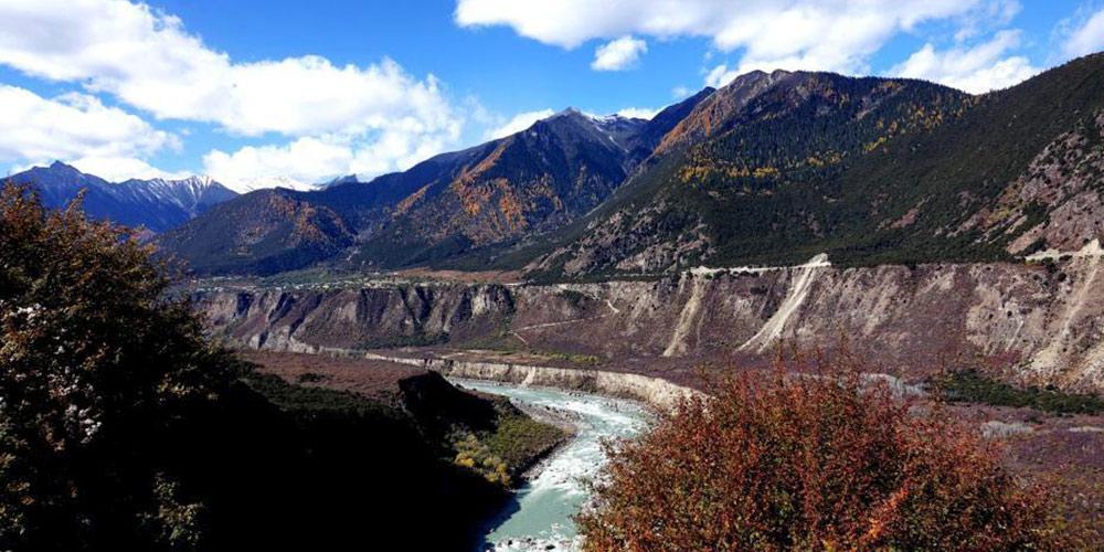 雅鲁藏布大峡谷初冬美如画