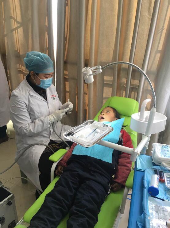 拉萨实施儿童口腔疾病综合干预项目 开展免费检查