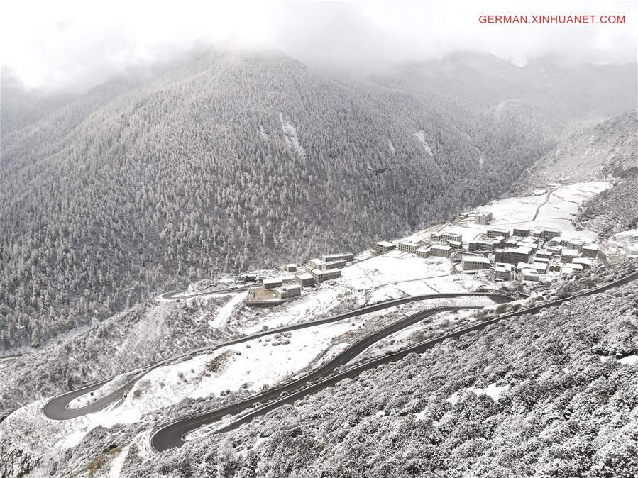 Schneelandschaft im Naturschutzgebiet Yading