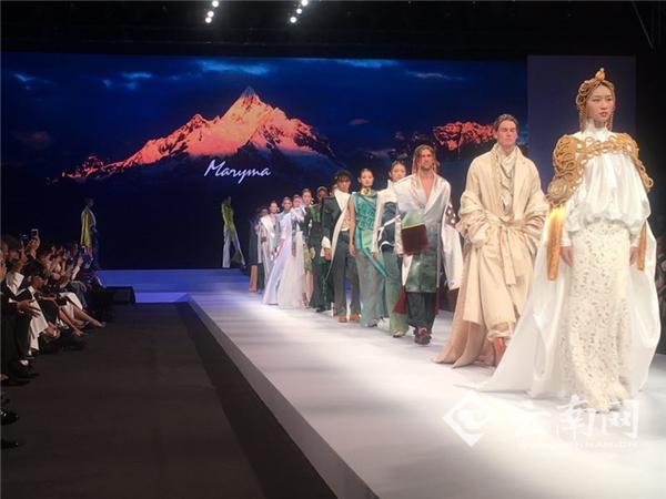 A fashion show themed on Shangri-la