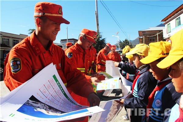 Polizei in Nyingchi wirbt für Feuerschutz