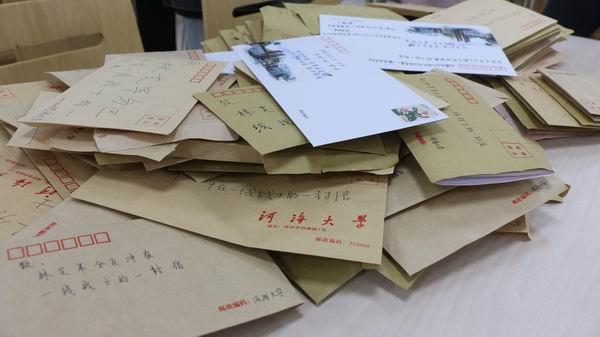 子弟兵西藏林芝驰援震区 河海大学大学生手书200封信件致敬
