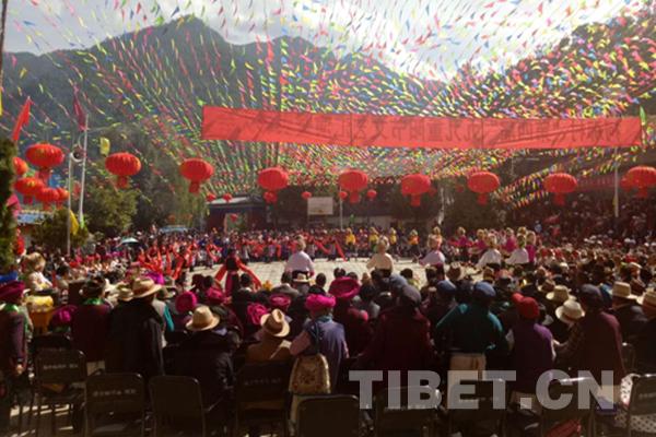 【学思践悟·十九大】十九大精神到村里 800群众来听讲