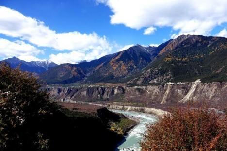 Wintereinbruch in der Yarlung-Tsangpo-Schlucht