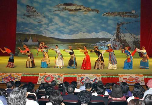内地西藏班民族团结教育活动在北京启动