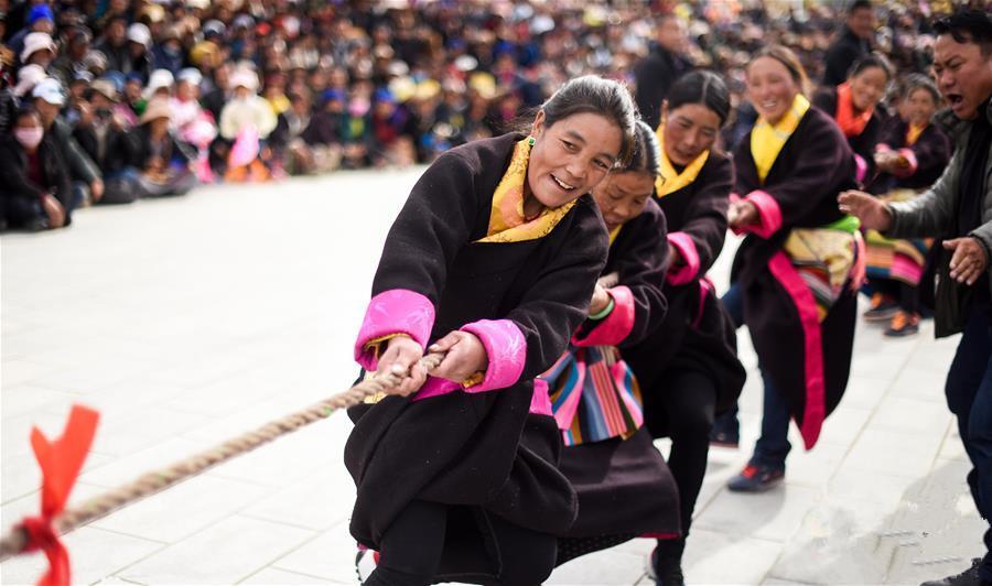 Tibet: Tauziehen im Winter