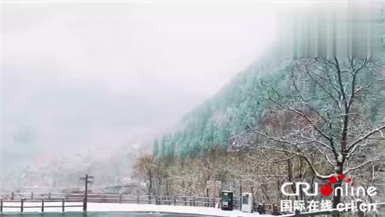 Märchen von Schnee und Eis in Jiuzhaigou