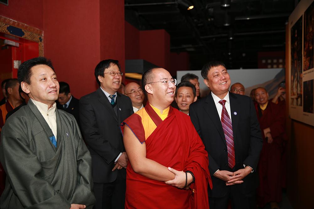 藏传佛教界人士参观活佛转世专题展