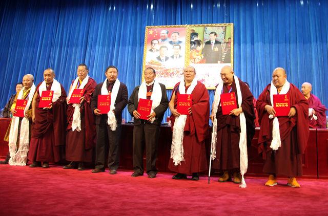 西藏高僧大德用社会主义价值观引领藏传佛教教义阐释