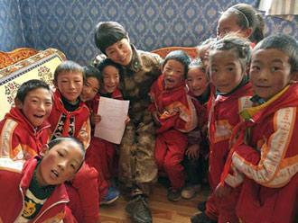 援藏女军医雪域高原筛查包虫病 留下军民鱼水情