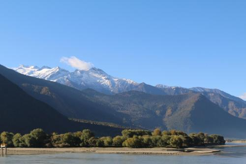 奋力开创珠峰水业新局面——日喀则市珠峰天然饮用水产业发展综述