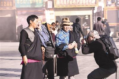 """雪山与阳光的""""二重唱""""——西藏自治区冬游西藏发展综述"""