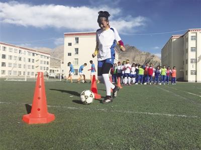 6 Schulen in Lhasa verbreiten Frauenfußball