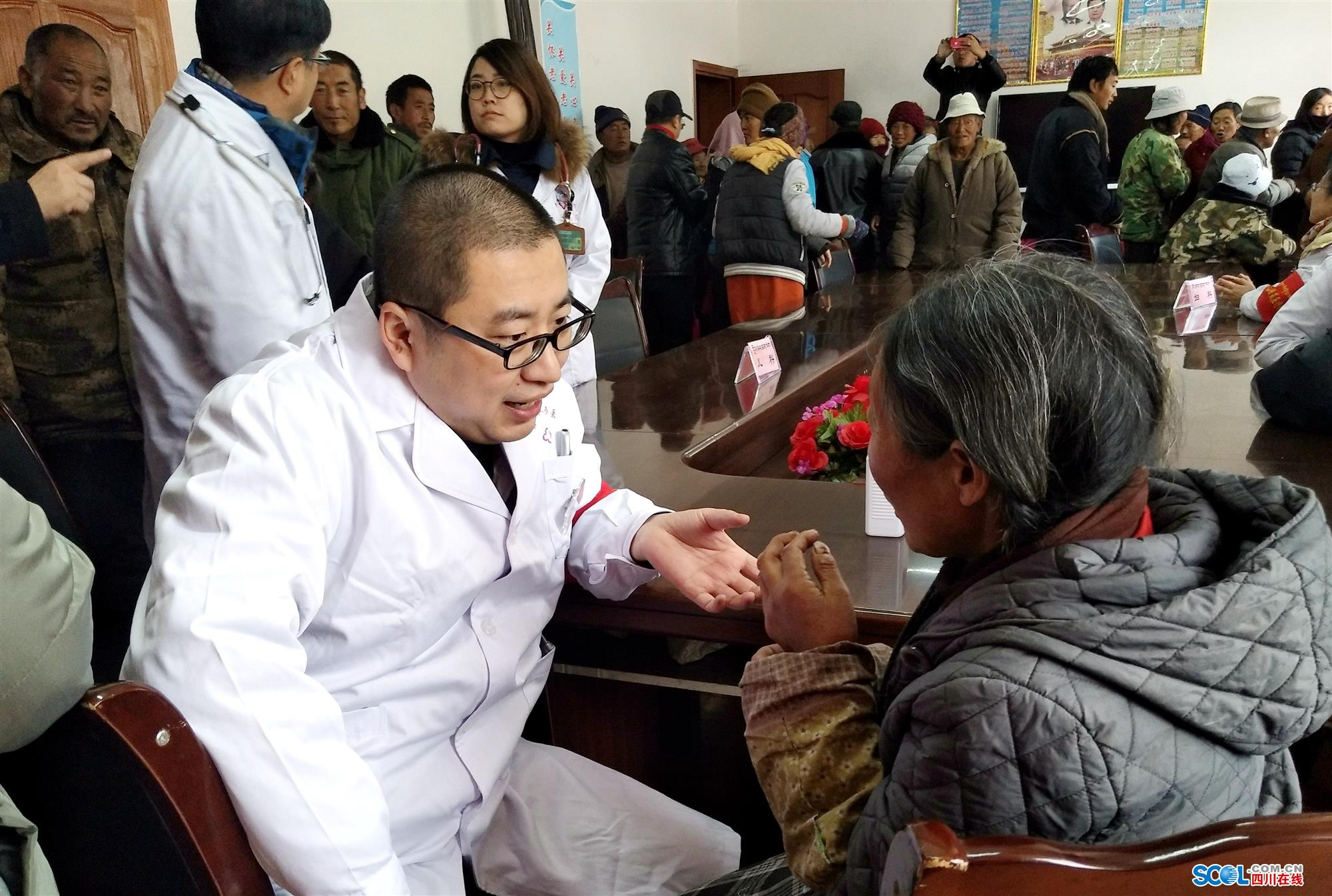 罗江县人民医院赴藏区为当地百姓开展巡回义诊