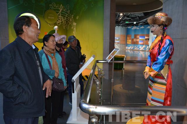 【学思践悟·十九大】西藏气象局退休职工走进博物馆感受新成就