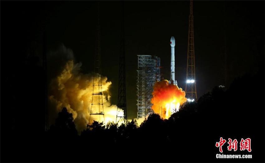 China sendet zwei Beidou-3-Navigationssatelliten auf einer Trägerrakete ins All
