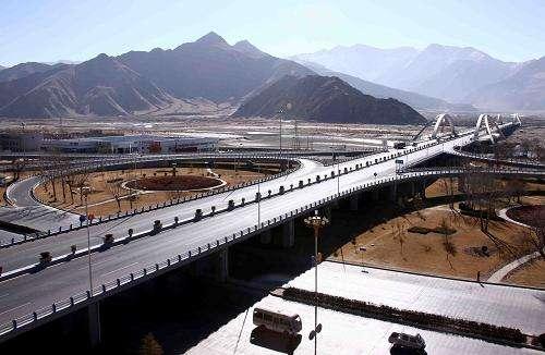 西藏干部群众期待西藏经济发展再谱新篇章