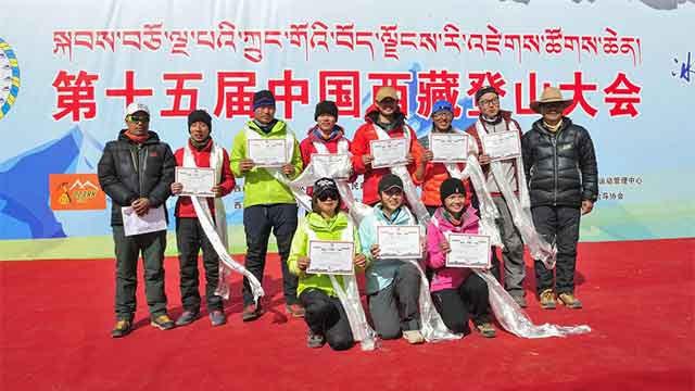 6名学生成功登上洛堆峰顶 获颁6010米登顶成功证书