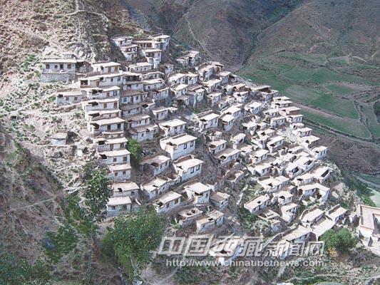 察雅县吉塘特色小城镇建设:打造G214线上的璀璨明珠