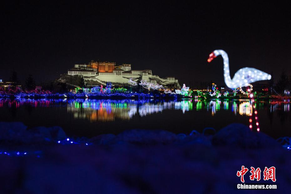 Light festival held in Lhasa