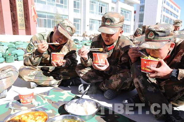 锻造勇斗火魔的钢筋铁骨——武警西藏森林总队新兵野营拉练首战告捷