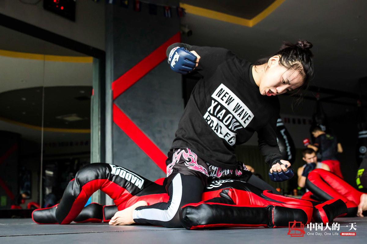 Junge Chinesin gewinnt Martial-Arts-Wettkampf