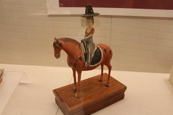 Gansu: Kulturgegenständen entlang der Tang-Tubo-Straße im Museum ausgestellt