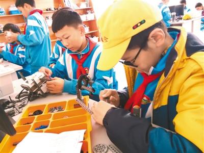 西藏首家青少年科学工作室在拉萨建成