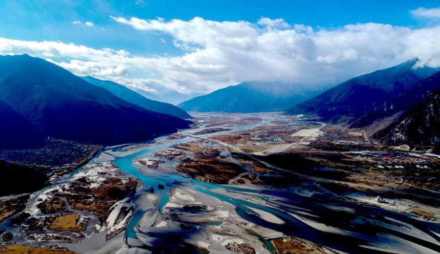 Aerial view of Yarlung Tsangpo River in Tibet
