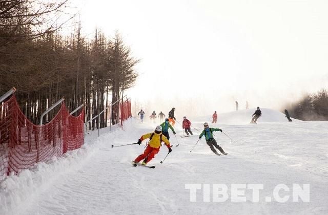 西藏年轻运动员在滑雪登山世界杯上崭露头角