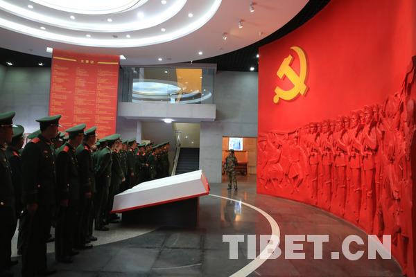 武警西藏森林总队新兵接受红色洗礼