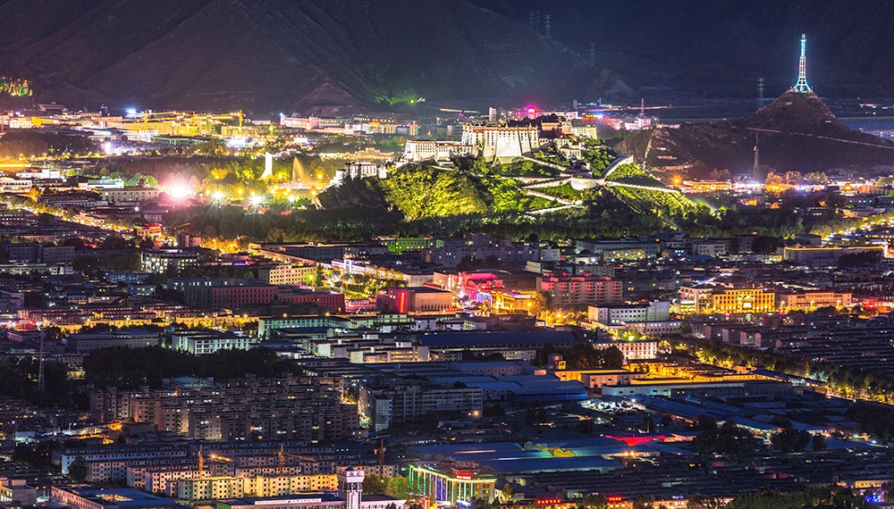 Lhasa receives record number of tourists