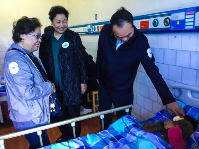 """救助西藏脑瘫儿童的""""爱尔向日葵计划"""" 见证用爱创造的奇迹"""