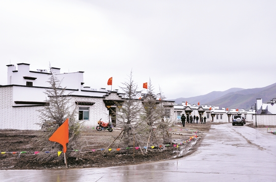 西藏150户因患高原风湿病致贫群众迁入羊八井镇新家享受温泉