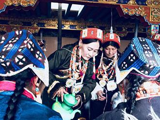 西藏迎来普兰藏历新年 喝青稞酒跳锅庄舞祈福