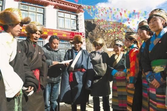 西藏各地各部门继续深入学习宣传贯彻党的十九大精神