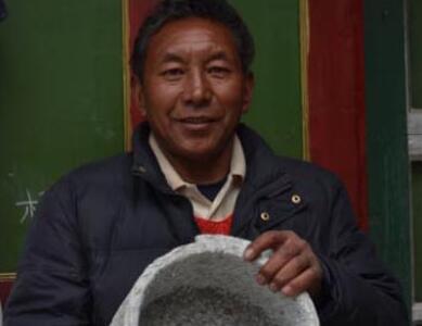 非遺傳承人益西:窮盡畢生精力做石鍋