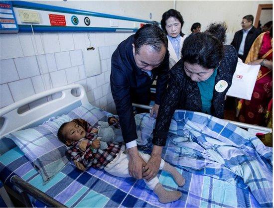 Kinder mit Gehirnlähmung aus Tibet bekommen Hilfe