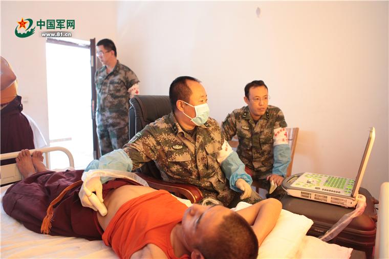 这些年,为藏族群众筛查包虫病的医疗队