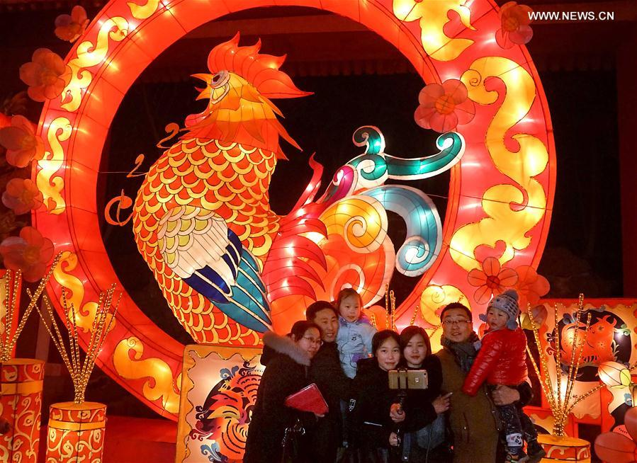 Tourists visit lantern fair at Kaifeng in central China's Henan