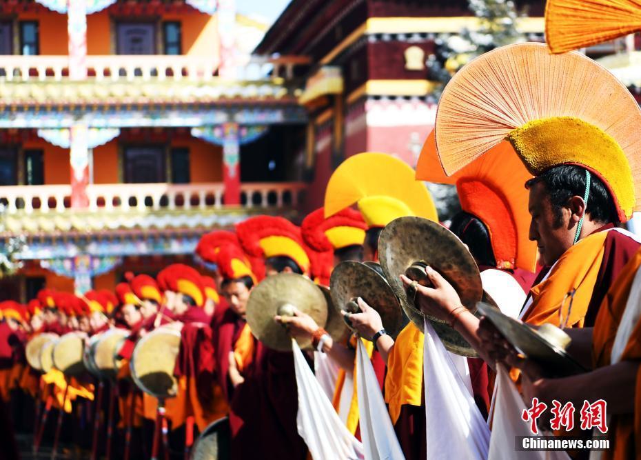 Sichuan: Saige-Kloster feiert Molang-Buddha-Ausstellungs-Fest