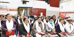 Residents receive dividends from local community, Lhasa