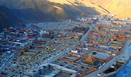 10 Buddha-Hallen des Labrang-Klosters fertig renoviert