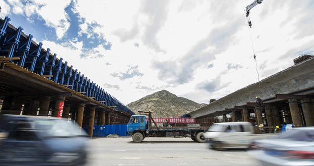 Tibet: Drei Landstraßen im Juli fertig