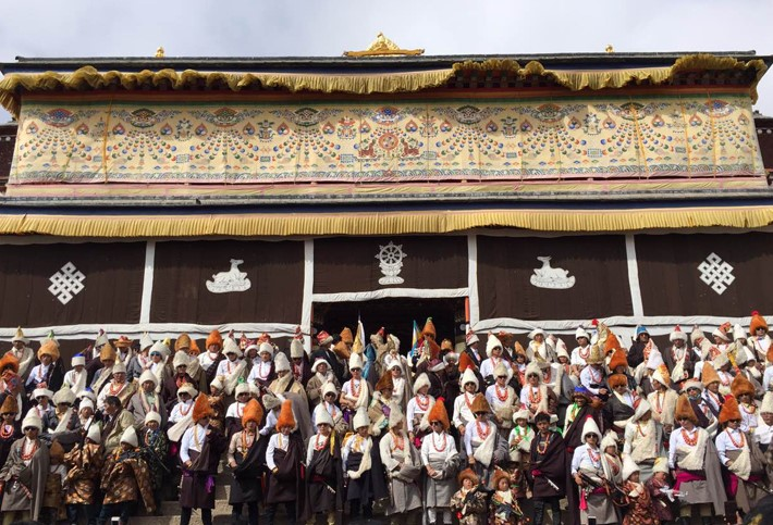 Die acht großen Gelug-Klöster veranstalten Anbetungs-Zeremonie