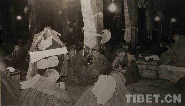 """Drei """"erste Wiedergeborene"""" in der Geschichte des tibetischen Buddhismus"""