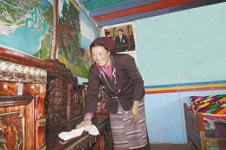 藏历新年之际 传统年货火爆拉萨节日市场